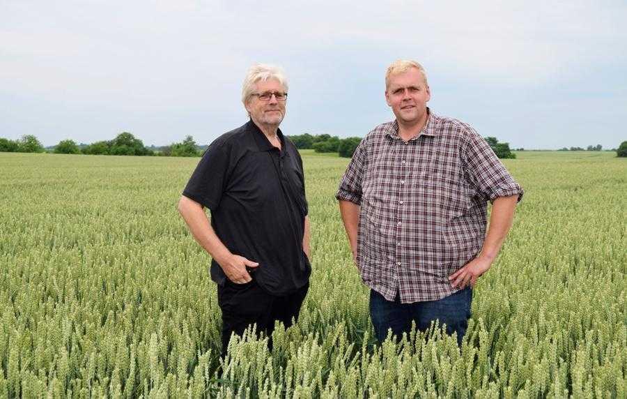Разом з батьком Александер багато їздить по Україні, знайомиться з досвідом інших аграріїв, ділиться власними знаннями